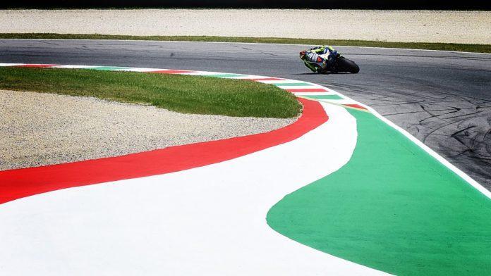 MotoGp, Crutchlow domina seconde libere: 13° tempo per Rossi