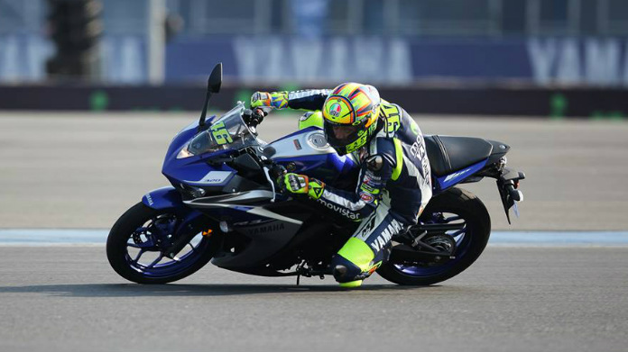 Yamaha R3 con Rossi in sella